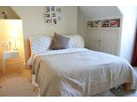 A gorgeous sunny top floor one double bedroom split level property in Crouch End