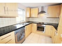 2 bedroom flat in Pursewardens Close, Ealing, W13