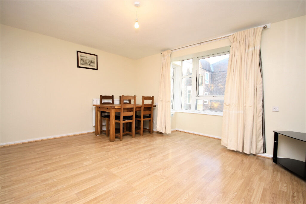 Spacious first floor one bedroom apartment in Surrey Quays