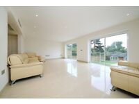 6 bedroom house in Cranbourne Gardens, Temple Fortune, NW11