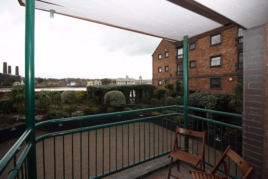 @ Stunning Two bed Two Bath River facing apartment - high end finish - Canary Wharf!!