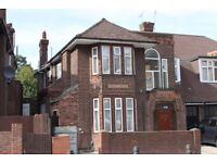 One double bed flat, Manor House, N4 - £1,050 pcm *INC OF COUNCIL TAX, GAS HEATING AND WATER RATES*