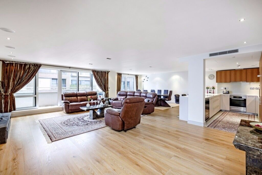 A stylish and bright three double bedroom apartment,