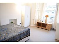 Double room in Morden. Available now.