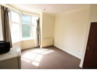 NO ADMIN FEE! - GOOD LOCATION! - ALLOCATED PARKING! - £475PCM STUDIO FLAT - ONLY £950 TOTAL MOVE IN