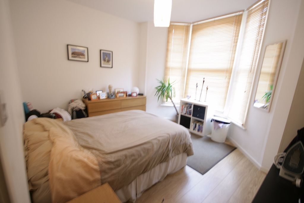Back available! Lovely big 2 bed on Ferndale road with a garden!