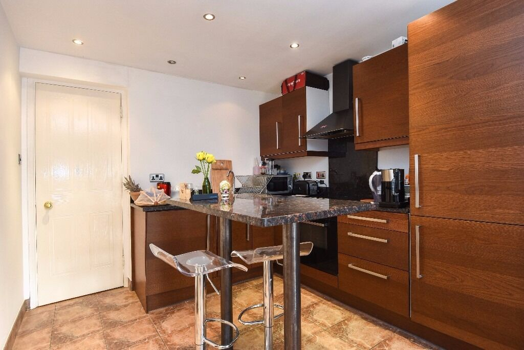 Bywater Place - A recently renovated, morden and spacious ground floor one bedroom apartment to rent