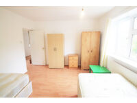 EXTRA LARGE TWIN ROOM IN CAMDEN TOWN 2 MINU FROM THE STATION!!!