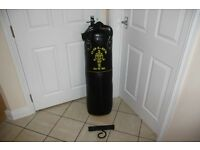 Gold's Gym boxing / martial arts / MMA punch bag, with chains and hanging bracket