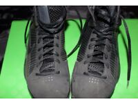 Nike mens basketball shoe, Kobe Bryant Hyperdunk Size 9 UK 10 US