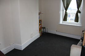 End Terrace House - Large Property, 10 Min Walk To University - Wakefield Road, Moldgreen, HD5