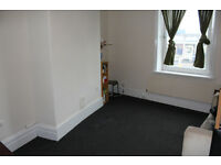 Mid Terrace House - Large Property, 10 Min Walk To University - Wakefield Road, Moldgreen, HD5