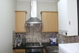 Lovely Studio Apartment, Fully Fitted Kitchen, Ground Floor, Shared Garden, Excellent Location