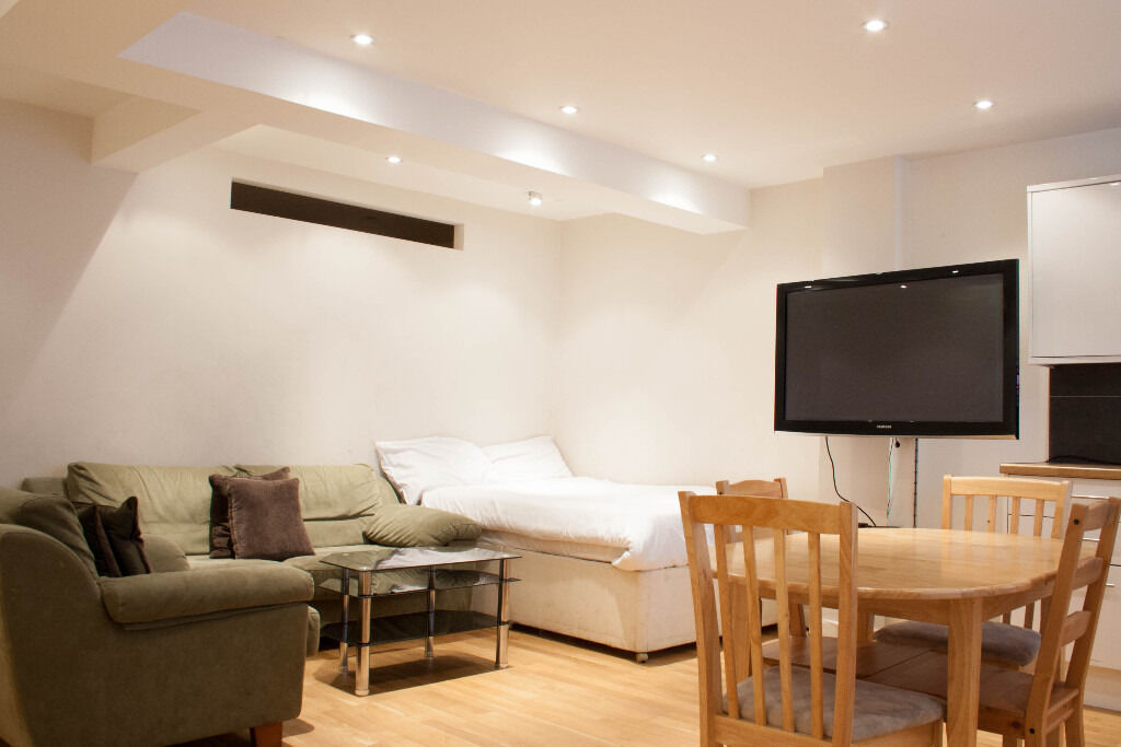 SPACIOUS ONE BEDROOM FLAT IN BAKER STREET *** ALL BILLS INCLUDED ***