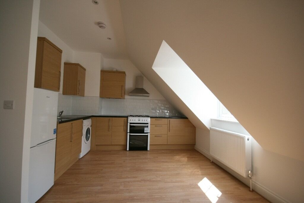 Modern 3 Bed Split Level Flat - Peckham/ Old Kent Road - £400PW