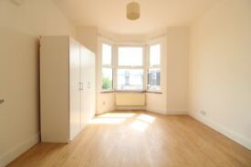 AMAZING LARGE 1 BEDROOM FLAT IN PALMERS GREEN