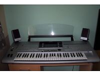 TYROS 4 with speakers