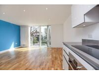 A stylish Two Double Bedroom Apartment on Kings Avenue - SW4, £1750 Per Month