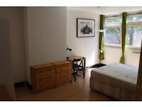 2 Lovely Rooms Available Now in Stepney Green - Couples Welcome