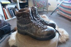 Scarpa hillwalking boots. Full leather. Solid sturdy boots.