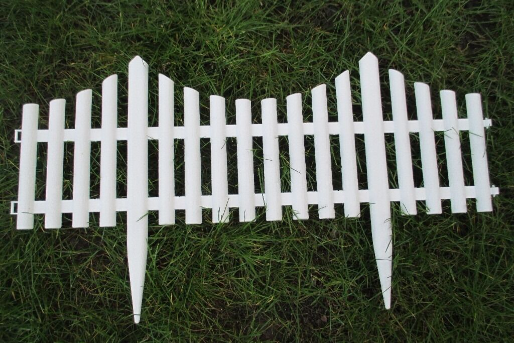 Brand new white plastic picket fence panels in for Free standing fence diy