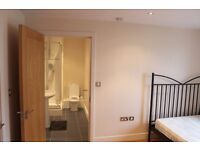 SUPER CHEAP double room with PRIVATE BATHROOM + FREE GYM & SAUNA !! ALL BILLS INCLUDED FREE CLEANING