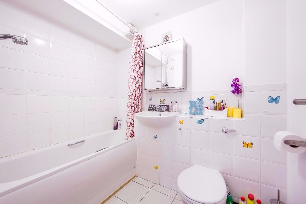 2 Double bedrooms, Lift, Gated Parking, TOOTING