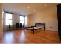 STUNNING SELF CONTAINED STUDIO LOCATED MOMENTS FROM EARLS COURT STATION
