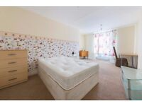Double Bed in Rooms to rent in 4-bedroom house with dryer in Borough of Camden