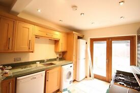 4 Bed House in NW11 Golders Green - Ideal for Family/ Sharers - Garden - Available Now