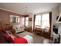 Lovely 2 bed flat close to Southfields tube. Must be seen!