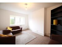 **PERFECT FOOR SHARERS * 3 BEDROOM FLAT IN THE HEART OF CROUCH END ** AVAILABLE TO RENT FROM 15/10**