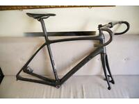 Trek Domane 6.9 disc Frameset with 2 carbon handlebar (bontrager) and rs685 Calipers size 58cm