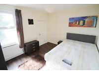 ENSUITE BEDROOM WITH KITCHENETTE - TOWN CENTER - AVAILABLE NOW!!
