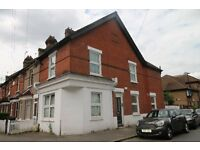 2 Bedroom split level flat, central Purley