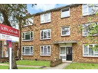 Two bedroom ground floor flat to rent on Elderslie Road, in Eltham! Great condition!
