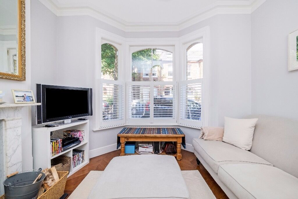 A wonderfully presented 4 double bedroom house. Tennyson Street, Battersea, SW8