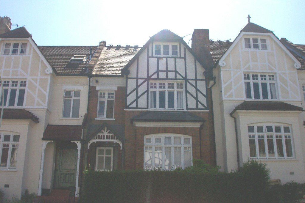Crouch End Central,N8 8RU-Huge Double Room-All inclusive of Bills-Available Mid January-Great Value!
