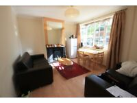A smart single in a professional house share close to Westfield, White City & East Acton Stations