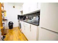 Huge Double Room Zone 2 Bow - Tube is 7 min away - Modern flat between Stratford / Liverpool Street