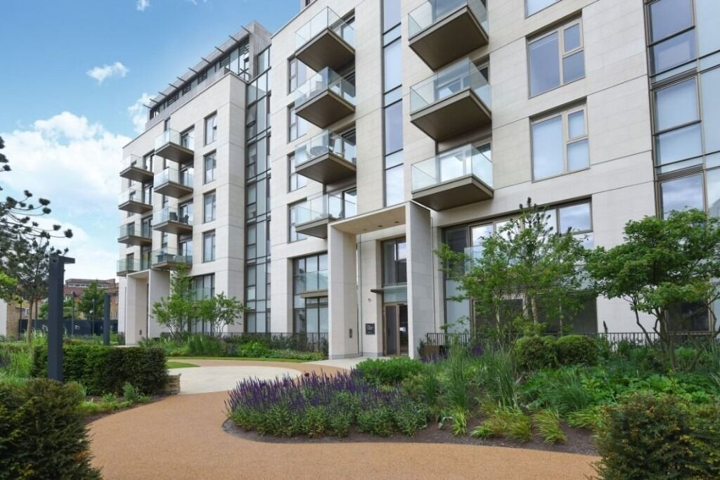 A modern, newly developed one double bedroom luxury apartment, Lillie Square, SW6