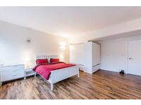 To Let studio flat (size of one bed) located in Finchley N12