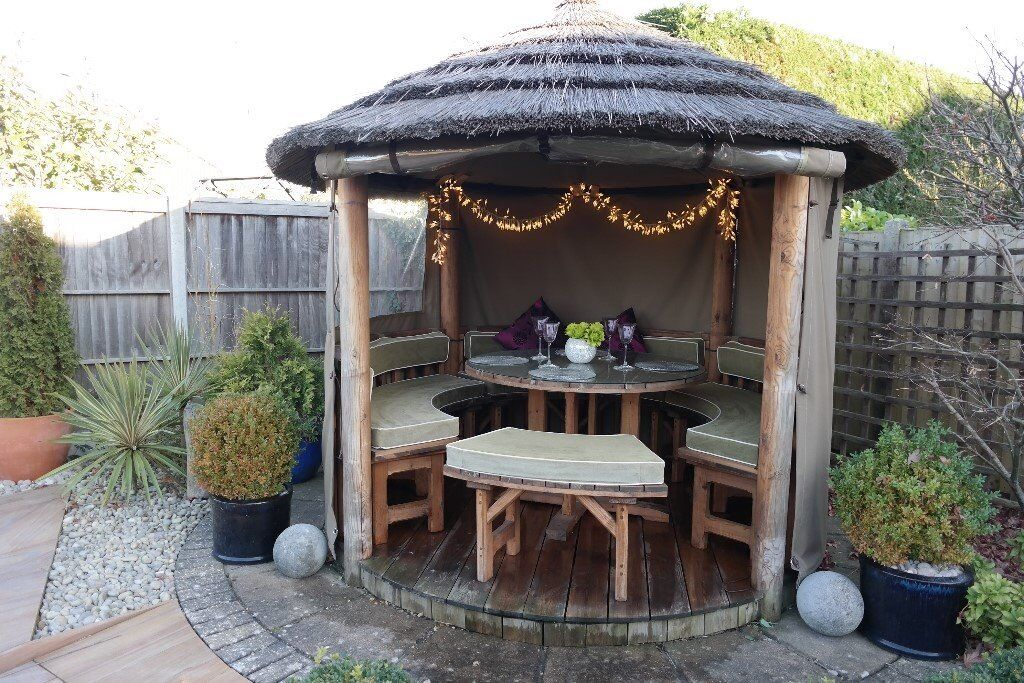 THATCHED GARDEN HUT GAZEBO OUTDOOR DINING SEATING BBQ