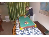 Childs/Novelty 3' Pool Table plus Balls Cues Chalk and Triangle