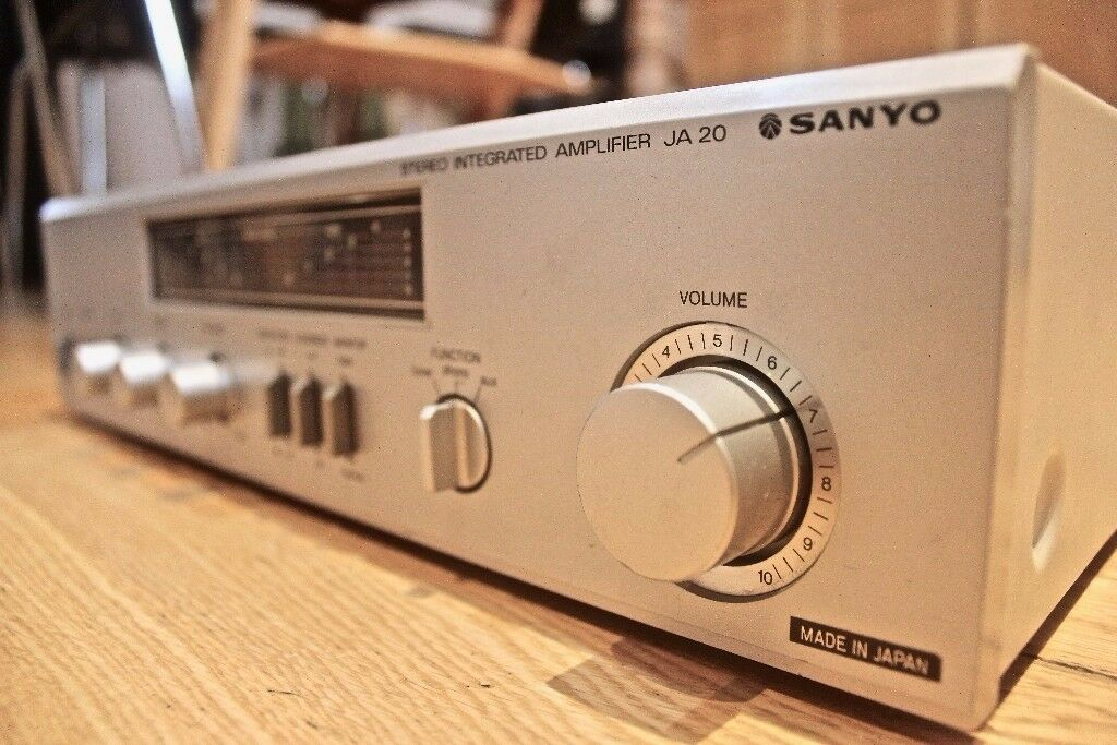 Rare VINTAGE Japanese-made 1990s SANYO JA 20 Stereo Amplifier (+ 4x FREE phono jack aux cables)