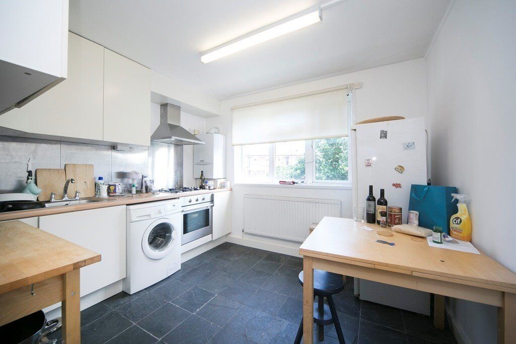 SPACIOUS 2/3 DOUBLE BEDROOM APARTMENT MOMENTS FROM THE AMENITIES OF KENTISH TOWN