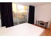 AMAZING DOUBLE ROOM WITH PRIVATE GARDEN IN A MODERN FLAT ON STRATFORD!