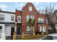 Superbly located in the heart of Putney is this fantastic one bedroom flat with study room for rent