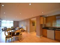 Spacious 2 bed 2 bath flat in Barnes close to Roehampton University and Barnes station