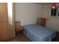 From 04 MAy. Cosy double room. E16 Canning Town. Jubilee line. 15 min to Canary Wharf and Bank.